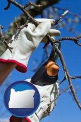 oregon map icon and a tree being trimmed with pruning shears